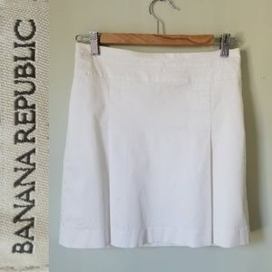 Banana Republic Stretch Pleated Mini Skirt EUC!